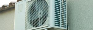 Une climatisation extérieure pouvant être à l'origine d'une nuisance sonore, selon l'emplacement.