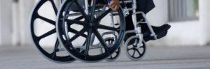 Une personne à mobilité réduite