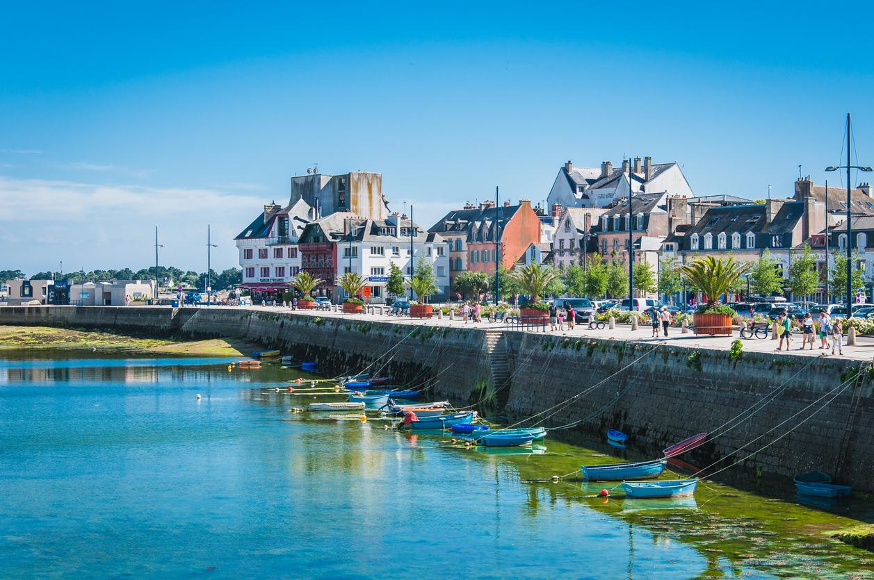 La ville de Concarneau au bord de l'Océan