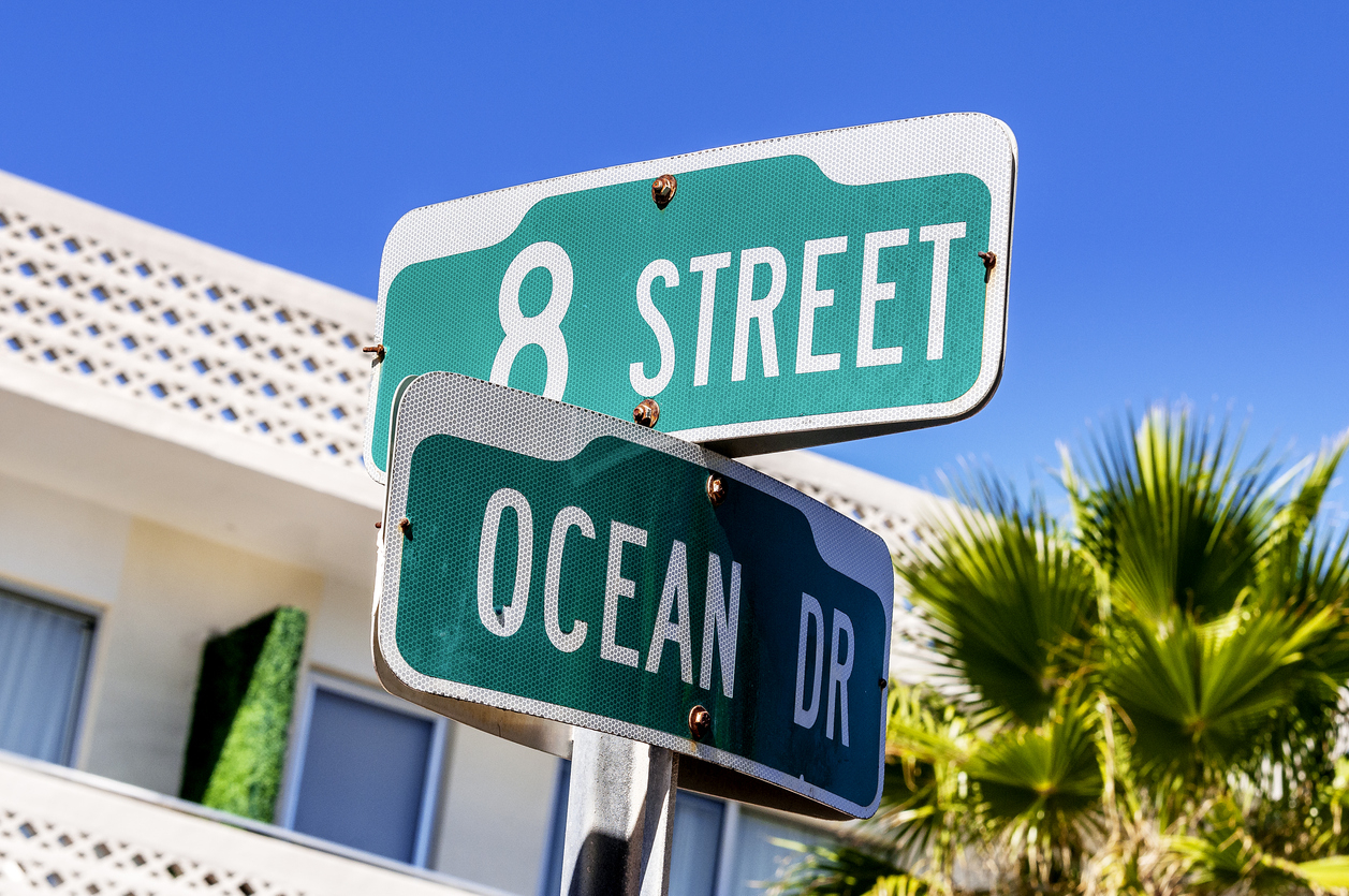 Des panneaux de rues en Californie