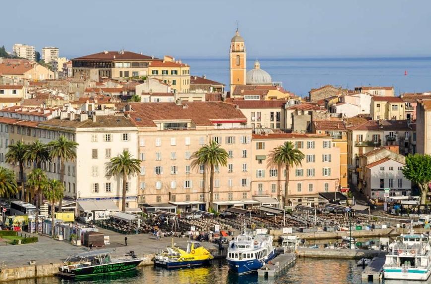Ajaccio immeuble et port