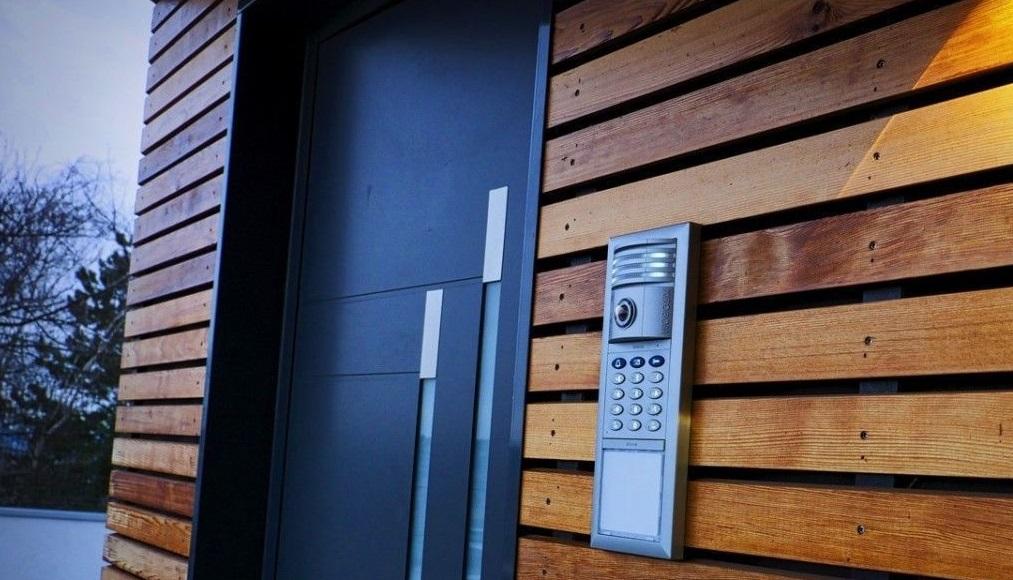 Maison porte et alarme