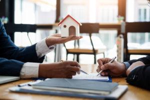 Illustration d'une signature de contrat immobilier